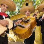 Ve y disfruta un buen bar con mariachis en Bogotá